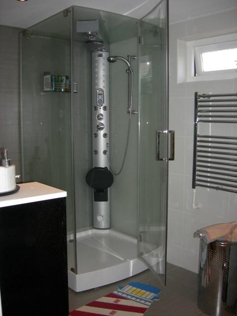 Badkamer modern hougardy badkamers en kleine verbouwingen - Moderne badkamer badkamer ...
